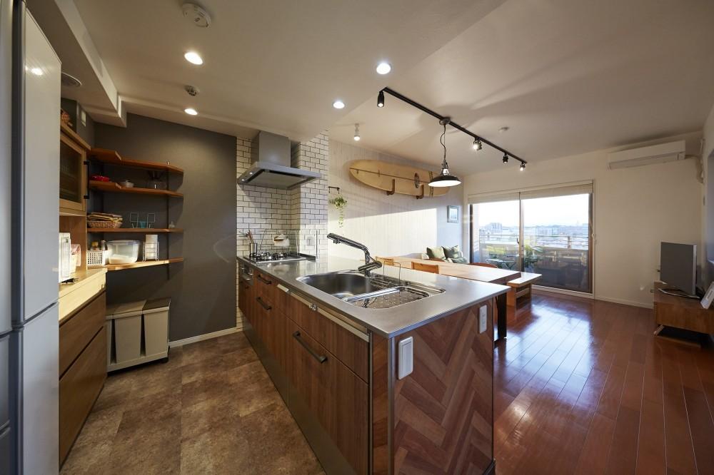 アメリカ西海岸の暮らしを我が家にも。カリフォルニアスタイル全面改装 (オーダーメイドのヴィンテージキッチン)
