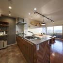 アメリカ西海岸の暮らしを我が家にも。カリフォルニアスタイル全面改装の写真 オーダーメイドのヴィンテージキッチン
