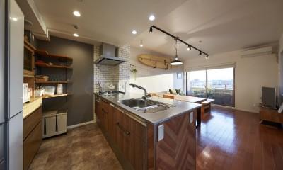 オーダーメイドのヴィンテージキッチン|アメリカ西海岸の暮らしを我が家にも。カリフォルニアスタイル全面改装