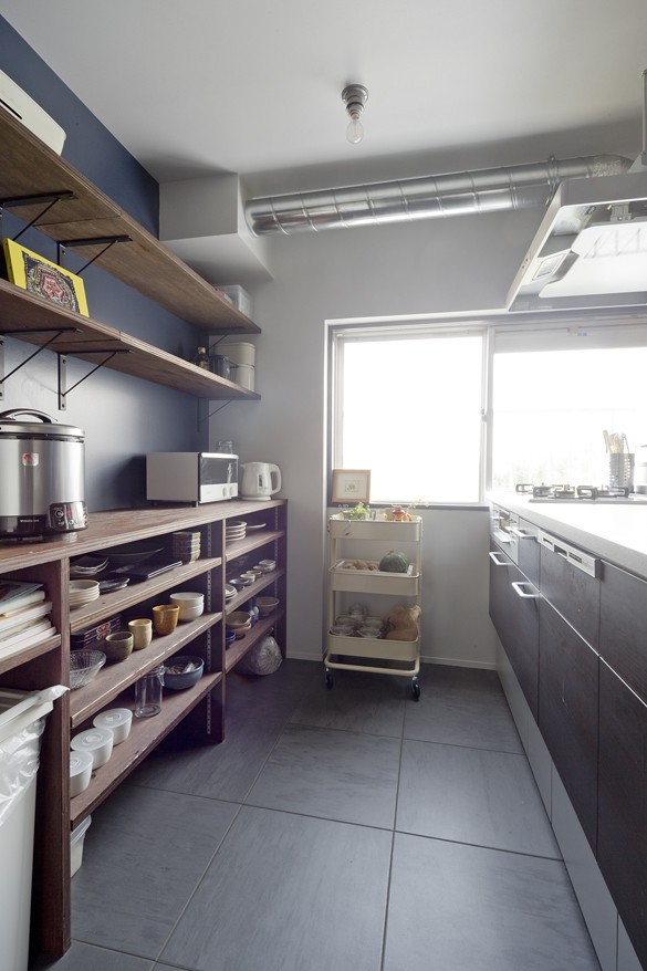 ツートンカラーを楽しむアーバンスタイル (キッチン)