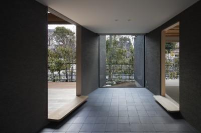 玄関ホール (桜守の家)