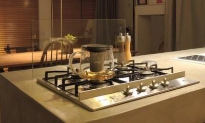 ルーフバルコニーにリビングを移動させた目黒の家 (キッチン)