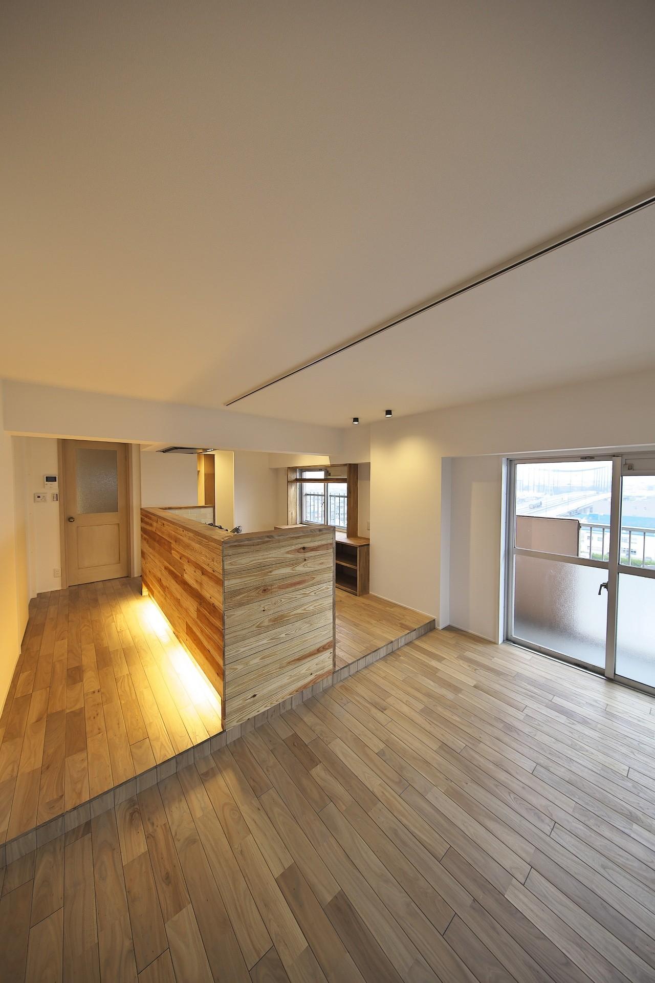 リビングダイニング事例:ナチュラルな雰囲気のキッチン(充実した収納でいつでもキレイな家に。アンティークな雰囲気漂うマンションリノベーション)