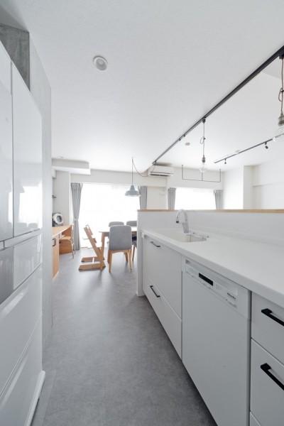 キッチン1 (ホワイトトーンの帰りたくなる家)