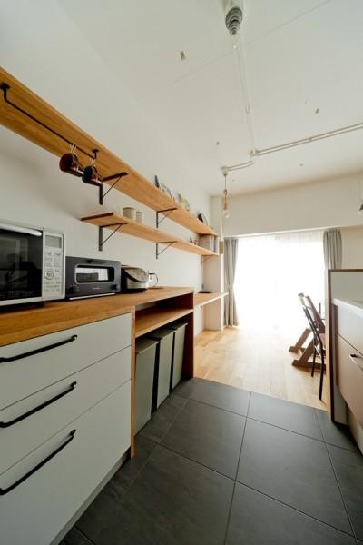 キッチン (本棚に囲まれたひみつの入り口)