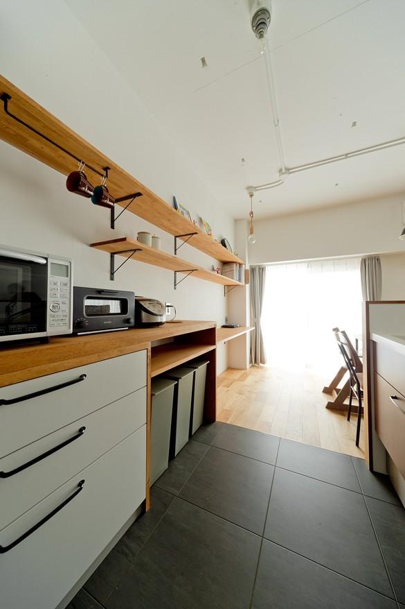 本棚に囲まれたひみつの入り口 (キッチン)