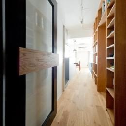 本棚に囲まれたひみつの入り口