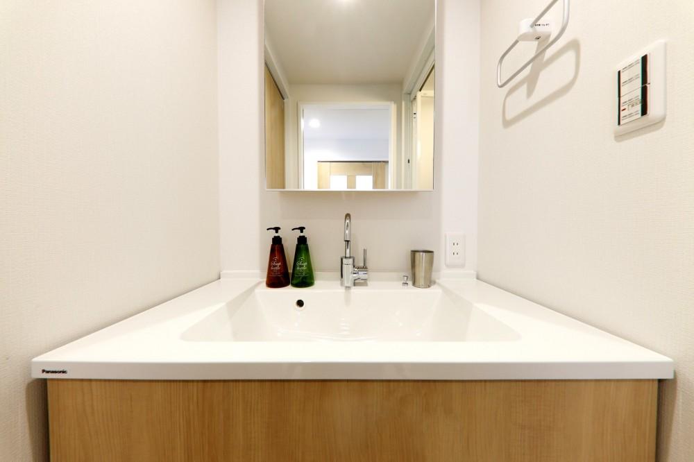 中古マンション・フルリノベーション_001「木の暖かみにあふれた優しい家」 (001「木の暖かみにあふれた優しい家」洗面所)