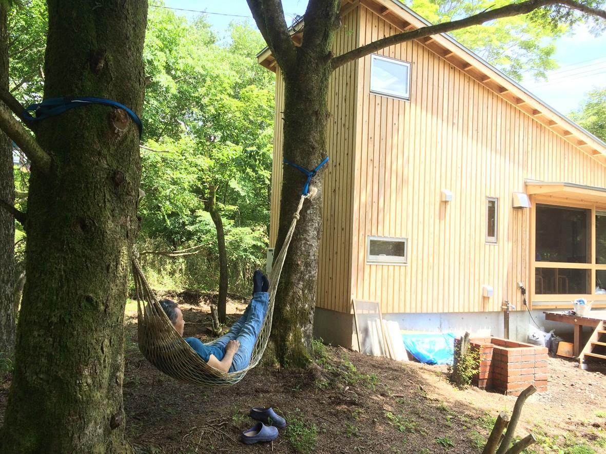 外観事例:ハンモック(OUR CABIN OUR DIY~直営、DIYで小屋をつくる~)