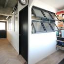 つながりのある家の写真 寝室・玄関土間