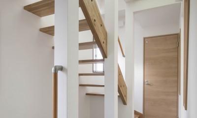 光と風のリノベーション住宅 (光を取り入れる、スケルトン階段とFRPグレーチングの吹抜)