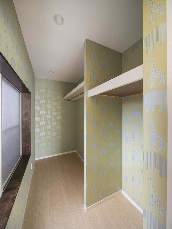 光と風のリノベーション住宅 (リノベーションの間取り変更でつくった、ウォークインクローゼット)