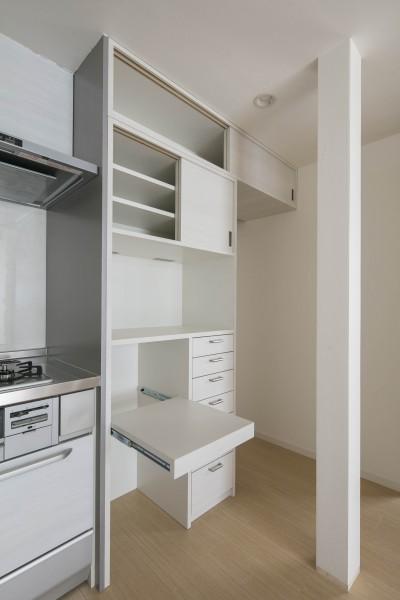 キッチンのオリジナル家具 (光と風のリノベーション住宅)