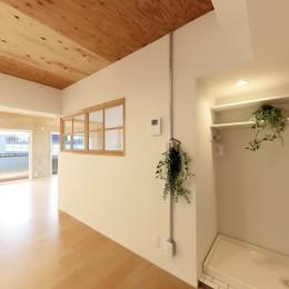 中古マンション・フルリノベーション_001「木の暖かみにあふれた優しい家」 (001「木の暖かみにあふれた優しい家」ランドリースペース)