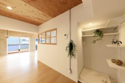001「木の暖かみにあふれた優しい家」ランドリースペース (中古マンション・フルリノベーション_001「木の暖かみにあふれた優しい家」)