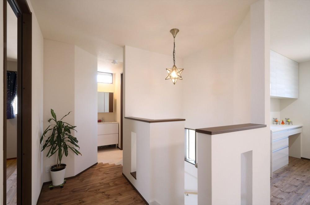 無垢材と珪藻土の湘南スタイルの家 (2階のLDKへ)