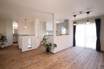無垢材と珪藻土の湘南スタイルの家 (2FLDK)