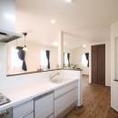 無垢材と珪藻土の湘南スタイルの家の写真 キッチンから2階のLDKを