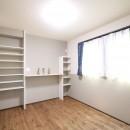 無垢材と珪藻土の湘南スタイルの家の写真 2F寝室
