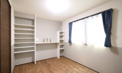 2F寝室|無垢材と珪藻土の湘南スタイルの家