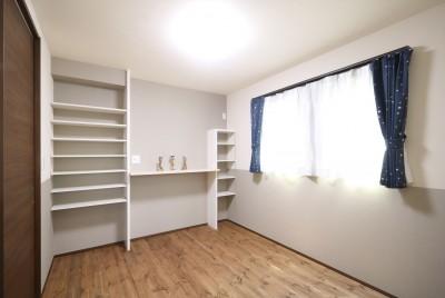 2F寝室 (無垢材と珪藻土の湘南スタイルの家)