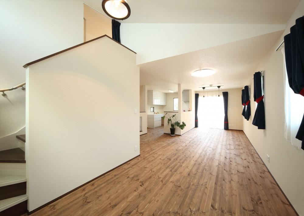 無垢材と珪藻土の湘南スタイルの家 (2階リビングからロフトへ)