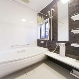 憧れのエレガントモダンな空間 (浴室)