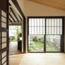 アレルギー反応を持つ子供が住むための和モダン住宅/美しい空気の家の写真 小間