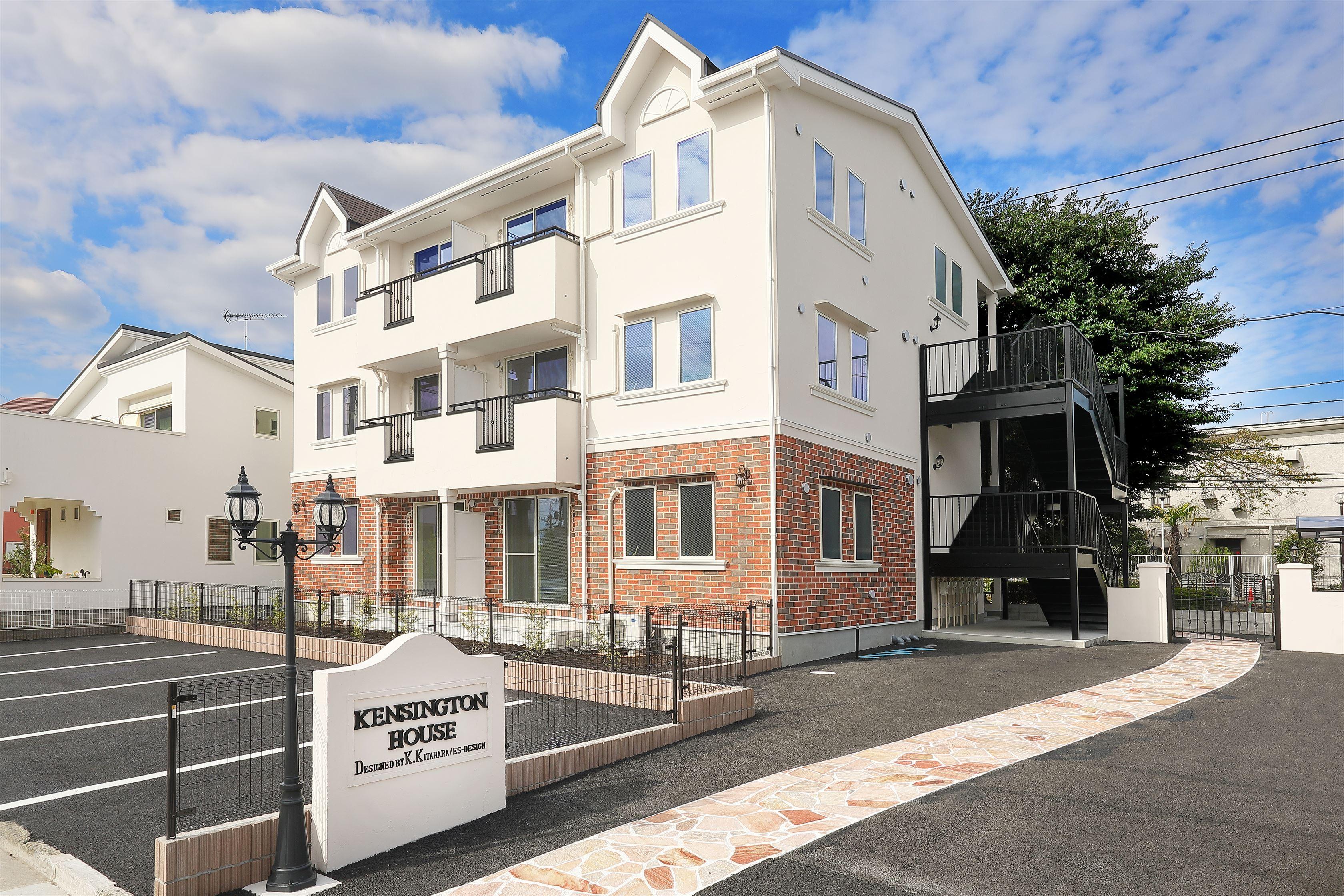 外観事例:6世帯のファミリーアパートメント(Kengington House(ケンジントンハウス))