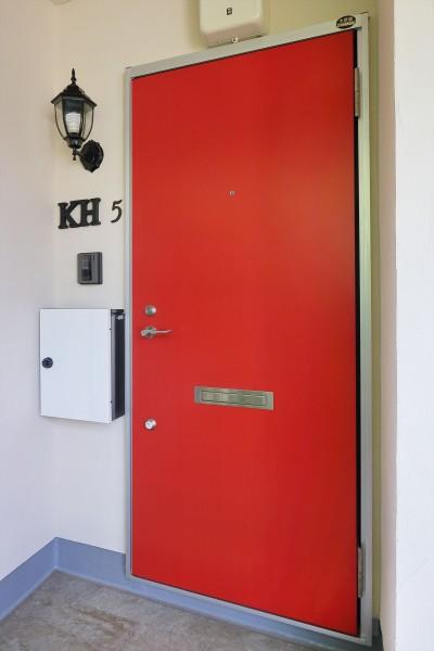 イギリスらしい赤いドア (Kengington House(ケンジントンハウス))