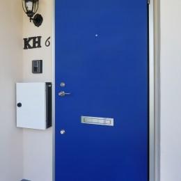 Kengington House(ケンジントンハウス) (伝統的なロイヤルカラーの青いドア)