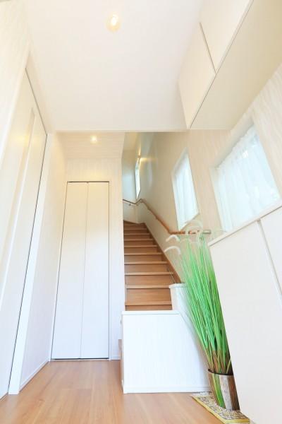 玄関ホール (デザイナーズ企画仕様:オランダの家)