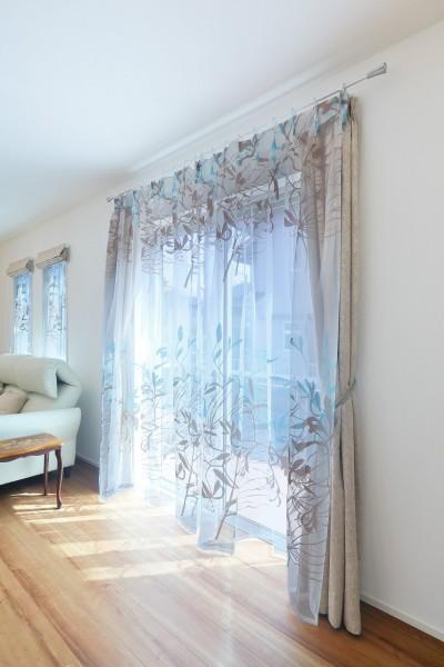 デザイナーズ企画仕様:オランダの家 (掃き出し開口部、窓のカーテン)