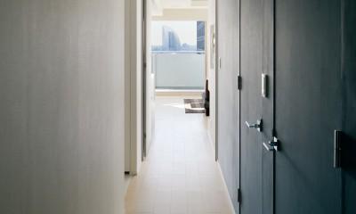 夜景を見渡せるホテルライクな自宅兼オフィス (明るい廊下)