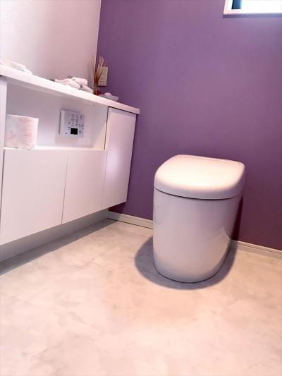 トイレ (照明にこだわりのある素敵なお家)