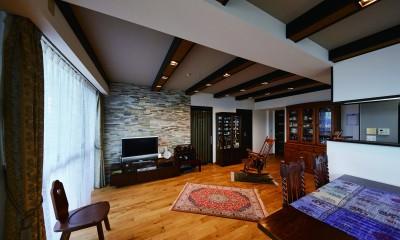 こだわりの内装と付け梁で憧れの南国リゾートホテル風の住まいへ (アジアンテイストの付け梁で空間にアクセントを)
