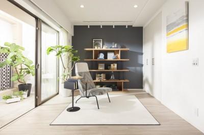 MODEL ROOM アクセントクロスを用いたリビングと寝室 (リビング)