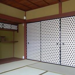 壁紙を襖に用いて和室をモダンにリノベーション