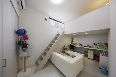 お部屋にロフトを造作 (事務所から居住スペースに。高さを活かしたスケルトンリフォーム)