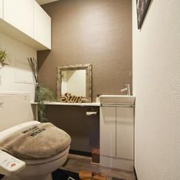 お気に入りの雑貨に囲まれたニューヨークカフェスタイルのお家 (トイレ)