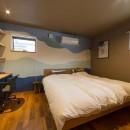壁紙 WhO(フー)の住宅事例「遊び心あるデザインの壁紙で居室を個性的に」
