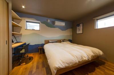 居室 (遊び心あるデザインの壁紙で居室を個性的に)