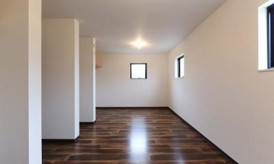 高台でロケーションを活かしたカッコイイ家。個性的な外観で他との差別化を図りました。 (洋室)