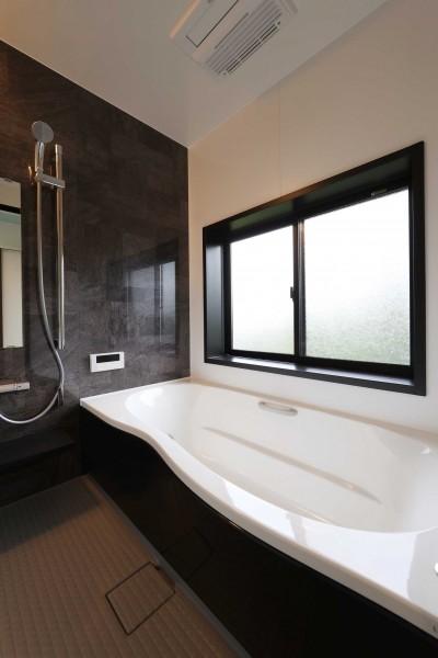 浴室 (高台でロケーションを活かしたカッコイイ家。個性的な外観で他との差別化を図りました。)