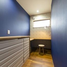 遊び心あるデザインの壁紙で居室を個性的に