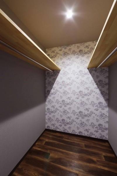 ウォークインクローゼット (高台でロケーションを活かしたカッコイイ家。個性的な外観で他との差別化を図りました。)
