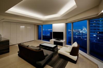 夜景を見渡せるホテルライクな自宅兼オフィス (みなとみらいを一望出来るリビング-夜景)