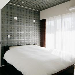 夜景を見渡せるホテルライクな自宅兼オフィス (シンプルな寝室)