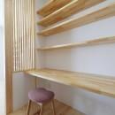 傾斜地を活かしたスタジオルームのある家の写真 ワークスペース