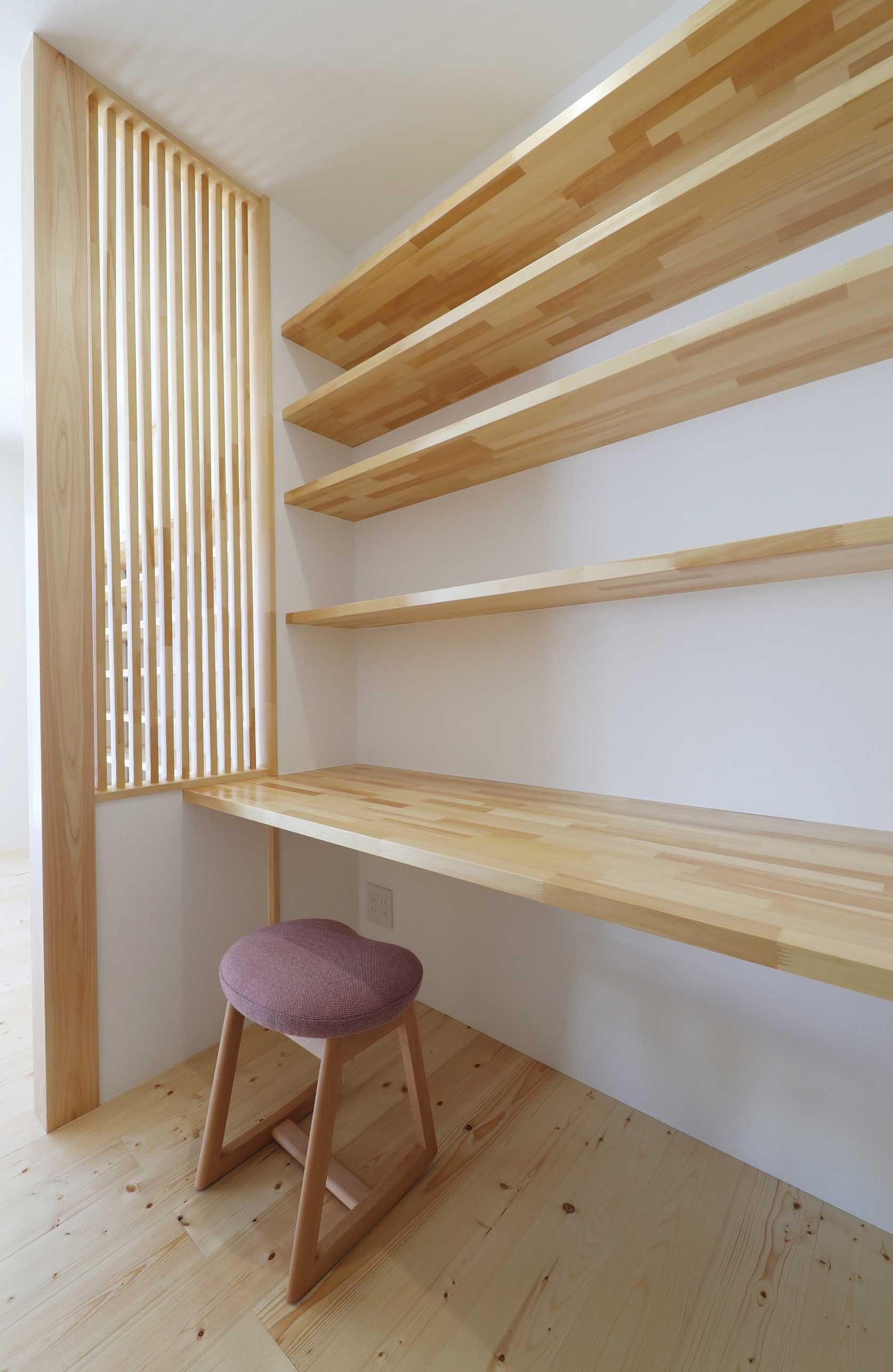 書斎事例:ワークスペース(傾斜地を活かしたスタジオルームのある家)